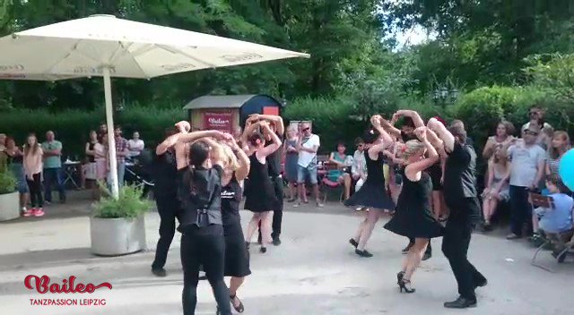 Salsashow am Musikpavillon Leipzig beim Baileo Salsasommer