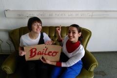 Baileo-Team motiviert im alten Bürogebäude