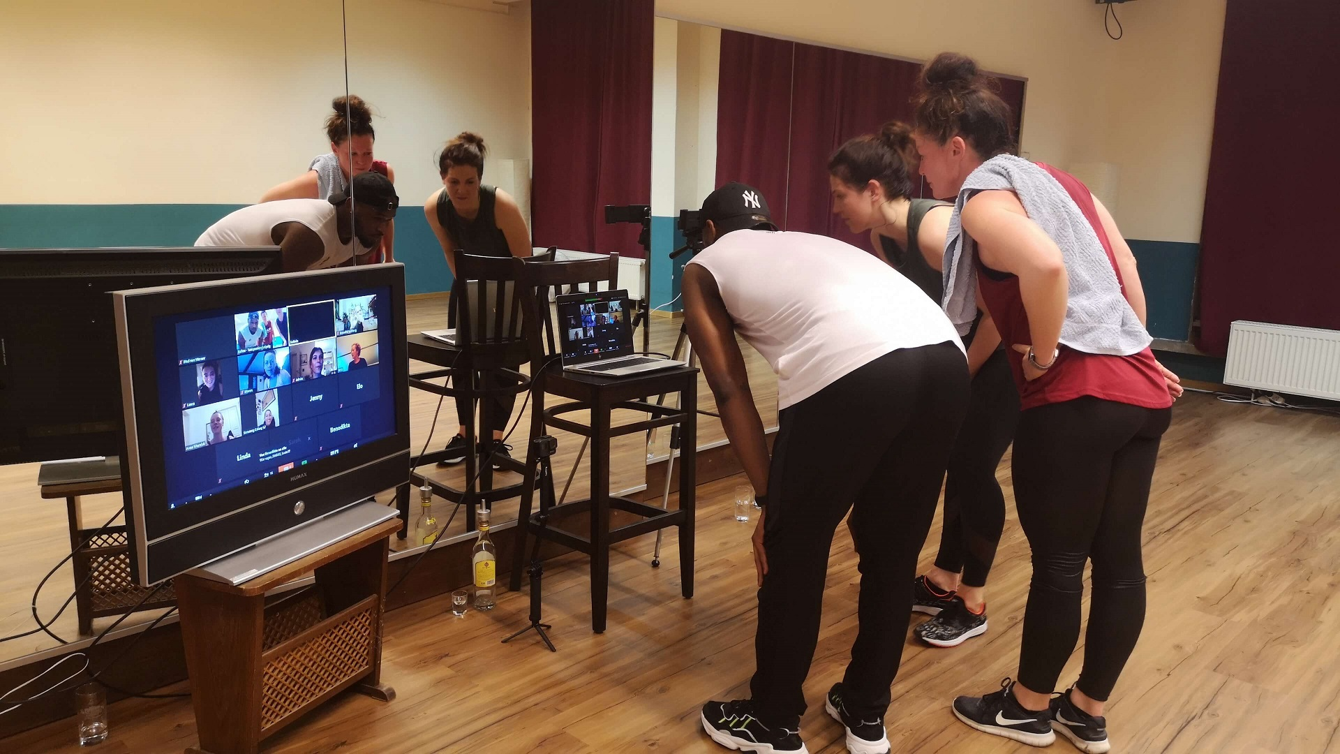 11-Livestream-Dancefitness