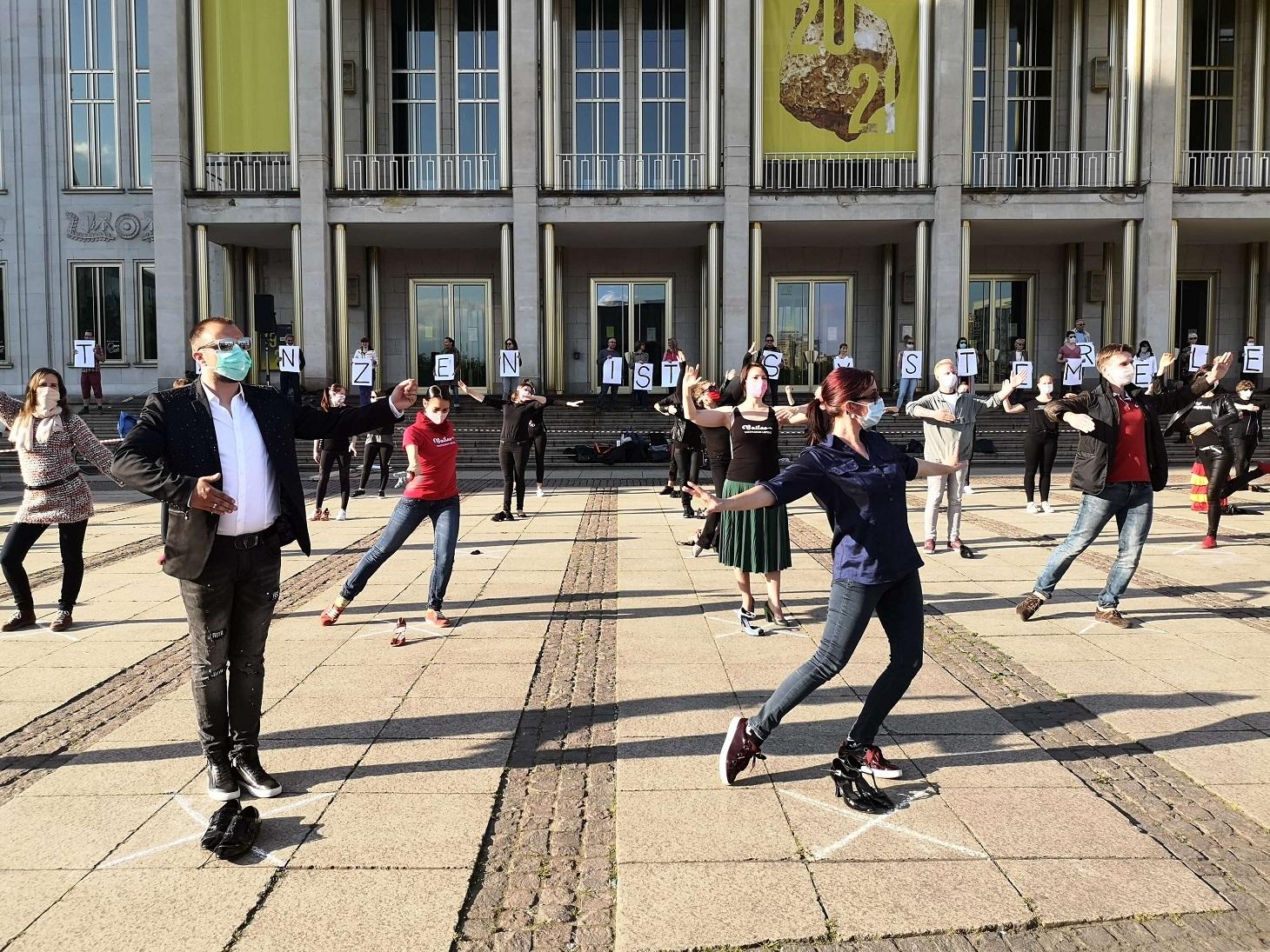 14-Welttanztag-Demonstration-zu-Tanzen-ist-systemrelevant