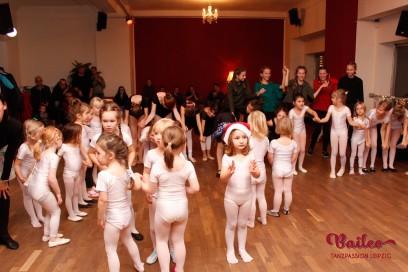 Weihnachtsfeier Kindertanz
